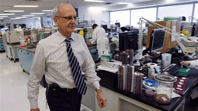 Le Dr Donald Low était le microbiologiste en chef de l'Hôpital Mont Sinaï de Toronto. Photo Credit: PC / J.P. Moczulski
