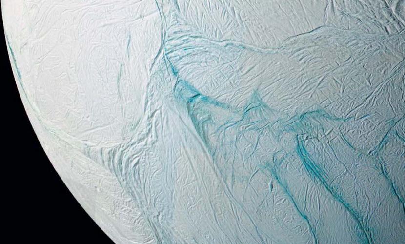 Mêlant observations et modélisations, les planétologues sont quasi certains que le deuxième satellite de Saturne abriterait un vaste lac souterrain.