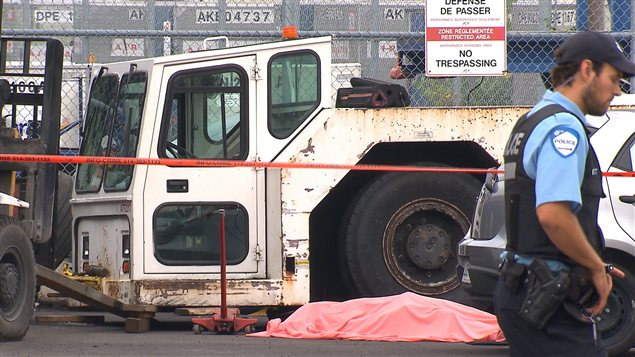 Un employé de 22 ans mort écrasé au moment où il changeait un pneu sur un tracteur de refoulement en 2012. Photo Credit: Radio-Canada