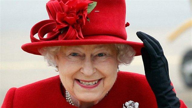 Elizabeth II lors d'une visite au Pays de Galles, le 1er avril 2011. Photo Credit: Christopher Furlong / POOL / AFP