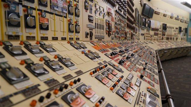 Salle des commandes d'une centrale nucléaire canadienne. Photo Credit: Radio-Canada/Josée Ducharme
