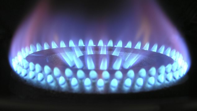 Les discours de l'industrie et de plusieurs responsables gouvernementaux notamment québécois viennent pourtant dessiner dans la tête des consommateurs l'image d'un produit propre, dont l'empreinte environnementale est négligeable. Or, le gaz est un gros pollueur.