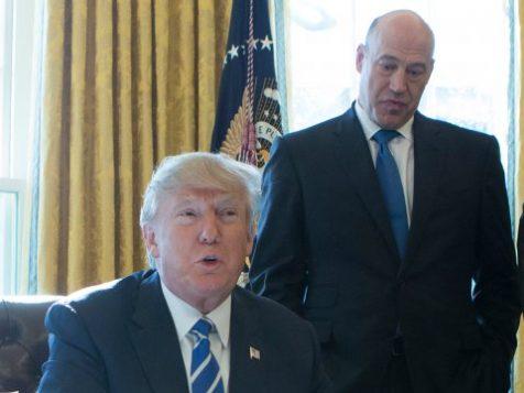 Gary Cohn derrière Donald Trump. Getty Images/Pool