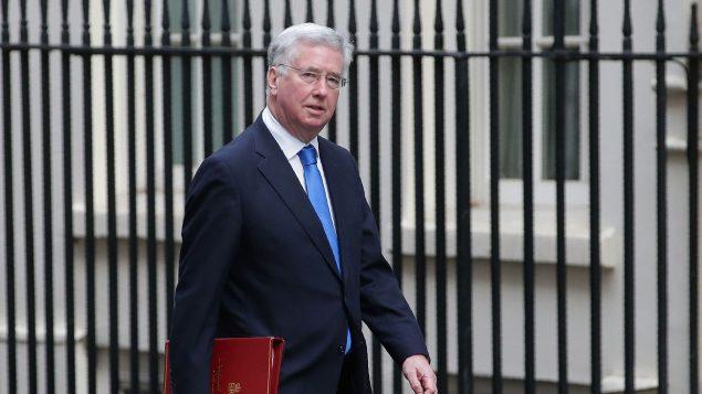 Le ministre britannique de la Défense, Michael Fallon arrive à Downing Street. afp.com/Daniel LEAL-OLIVA