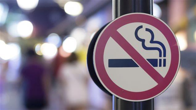 Un panneau signalant l'interdiction de fumer Photo Credit: iStock