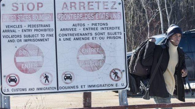 Des dizaines de demandeurs d'asile ont traversé illégalement la frontière canado-américaine cette année pour demander le statut de réfugié au Canada. Photo Credit: Photo: Paul Chiasson La Presse canadienne