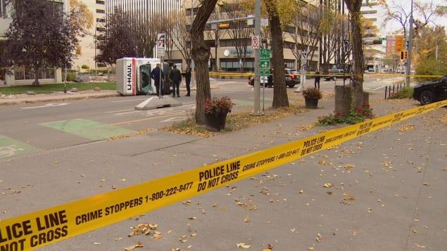 Les policiers enquêtent sur la scène de l'attentat à Edmonton. Photo : Radio-Canada