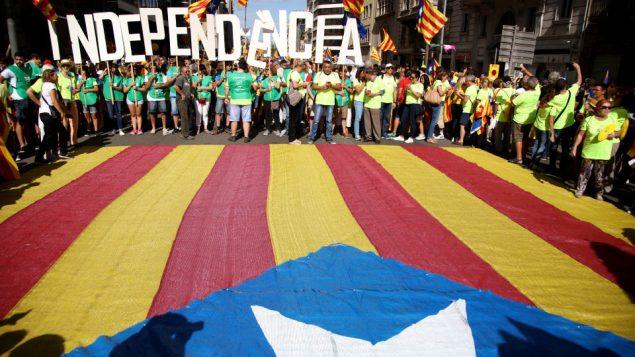 Des centaines de milliers de personnes ont célébré la fête nationale de la Catalogne, à Barcelone, le 13 septembre dernier. Photo : Getty Images/Sandra Montanez