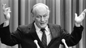 René Levesque quitte la vie politique