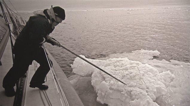 Pressé de toutes parts, le gouvernement canadien doit ménager ceux qui s'inquiètent pour l'environnement et ceux qui ne veulent pas que l'économie soit sacrifiée à l'autel des changements climatiques Photo Credit: Vincent Hilaire