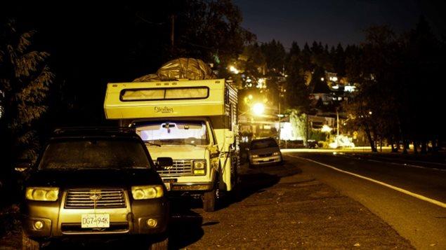 Le nombre de personnes sans-abri a cru de 30% à Vancouver depuis 2014. Il appert que le nombre de personnes se résignant à vivre dans leur véhicule est aussi en croissance. Photo Credit: Radio-Canada