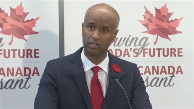 Le Canada veut accueillir plus d'immigrants d'ici 3 ans selon un « plan pluriannuel » dévoilé mercredi, qui fera passer graduellement le nombre de nouveaux venus à 310 000 en 2018, à 330 000 en 2019 et à 340 000 en 2020. Le ministre canadien de l'Immigration, Ahmed Hussen. Photo Credit: CBC