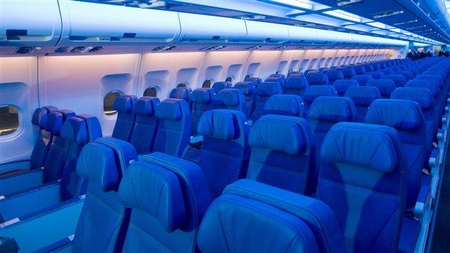 L'intérieur d'un avion d'Air Transat Photo Credit: Graham Hughes (PC)