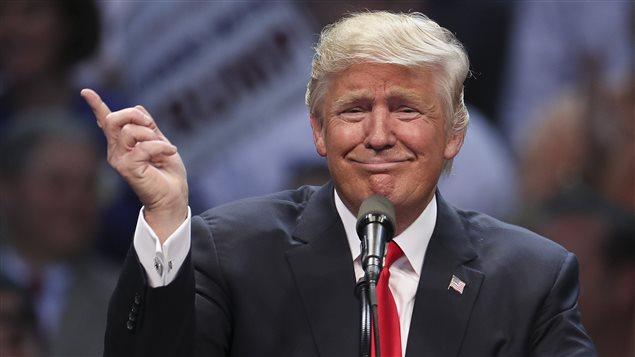 Trump dénonce l'ALENA lors d'un discours en avril dernier. Photo Credit: Reuters / Carlo Allegri
