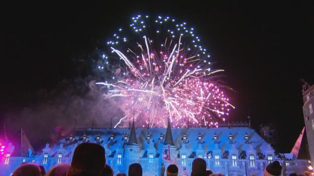 Les feux d'artifice pour souligner le Nouvel An à Québec. Photo : Radio-Canada