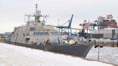 L'USS Little Rock est amarré dans le vieux port de Montréal, le dimanche 21 janvier 2018. LA PRESSE CANADIENNE / Graham Hughes
