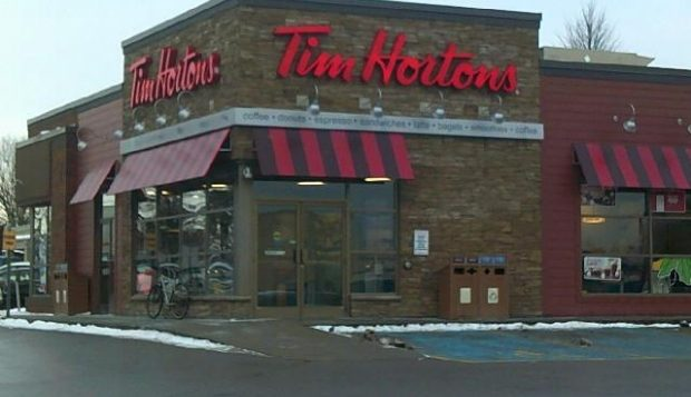 Le restaurant de la célèbre chaîne Tim Hortons située à Cobourg, en Ontario