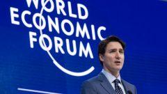 Le premier ministre Justin Trudeau s'entretiendra mercredi avec des chefs d'entreprise au Forum économique mondial de Davos, en Suisse. (Paul Chiasson / Presse canadienne)