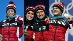Kim Boutin, Tessa Virtue, Scott Moir et Mikaël Kingsbury reçoivent leur médaille (Photo: Getty Images)