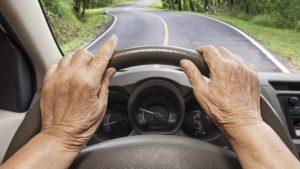 L'envoi de messages textes au volant est passible d'une amende pouvant aller jusqu'à 1000 $ et deux points d'inaptitude en Ontario, mais pas au Québec. Photo Credit: Michel Aspirot