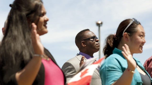 Des nouveaux Canadiens lors d'une cérémonie de citoyennté