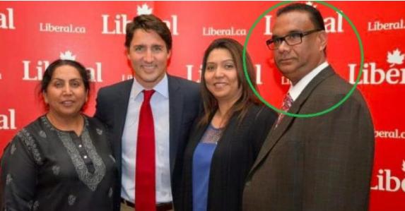 Le quotidien India Today a publié cette photo non datée du premier ministre canadien Justin Trudeau avec Jaspal Atwal. (India Today n'a pas pu vérifier où et quand cette photo a été prise).