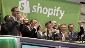 La compagnie Shopify a fait son entrée en bourse en 2015. Photo : The Associated Press/Richard Drew