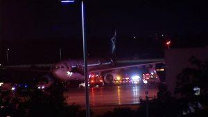 Le vol TS157, un Airbus A330 en provenance de Bruxelles, avec à son bord 336 passagers, qui s'était posé à Ottawa plutôt qu'à Montréal en raison d'orages violents. Photo : Radio-Canada