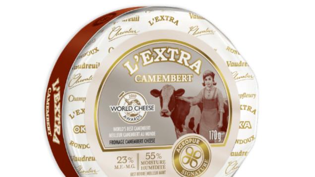 L'Extra, de la coopérative Agropur, est fait de lait pasteurisé, et non de lait cru, comme le veut la tradition normande. Vendu sous forme de meule entière de 170 g, l'EXTRA contient 23% de matières grasses, est-il encore précisé. Il fait partie des quelque 3 400 fromages provenant de 26 pays qui ont été évalués par un jury composé de 50 experts.