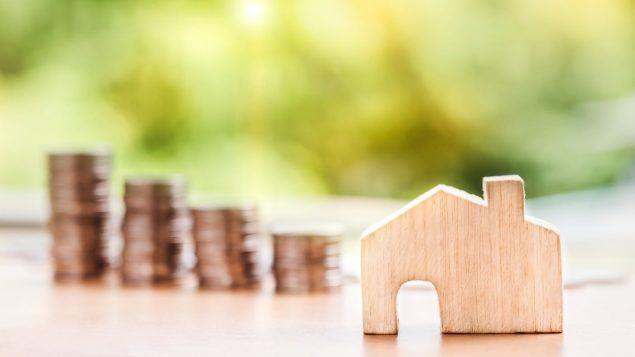 Les Canadiens sont de plus en plus disciplinés dans le remboursement de leurs dettes, selon la firme Equifax. Les ménages canadiens ont parcontre une dette moyenne de 162 400 $, selon Statistique Canada. Photo : Nattanan Kanchanaprat