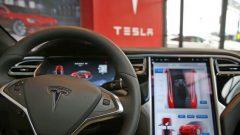 Photo: Spencer Platt Getty Images Agence France-Presse Tesla a commercialisé au Canada des modèles de voiture dotés de programmes pouvant permettre une conduite quasi autonome.