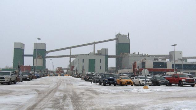 L'aluminerie d'Alma en hiver - Radio-Canada