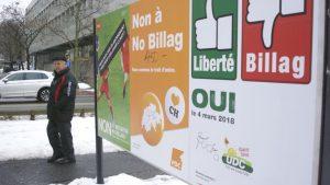 Affiches référendaires appelant au vote en Suisse. Photo : Radio-Canada/Hubert Rioux