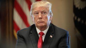 Le président américain Donald Trump, lors de la réunion avec des industriels américains après laquelle il a confirmé l'imposition de tarifs douaniers sur l'acier et l'aluminium. Photo : Getty Images/Win McNamee
