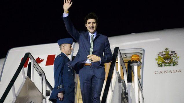 Le premier ministre canadien, Justin Trudeau, à son arrivée à l'aéroport de Londres Stansted mardi soir. Photo : SEAN KILPATRICK, PC