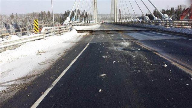 Le pont enjambant la rivière Nipigon, en Ontario, qui avait cédé le 10 janvier 2016. Photo Credit: Photo : Ashley Littlefield