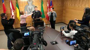 L'inspecteur de la Gendarmerie Royale du Canada Ted Munro livre des informations sur ce qui est l'un des plus grave accident routier dans l'histoire canadienne. Photo CBC