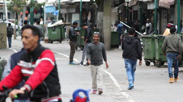 Des migrants venus de nombreux pays africains composent plus de la moitié de la population d'un quartier du sud de Tel-Aviv, selon le groupe South Tel Against the Deportations. Photo : CBC News/Derek Stoff