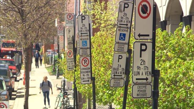 Montréal, la ville aux milles enseignes de stationnement. Photo : Radio-Canada