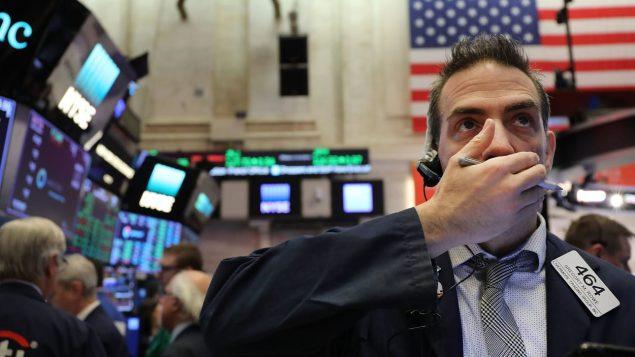 Wall Street en baisse après l'annonce des sanctions contre la Chine. Photo : Getty Images/Spencer Platt