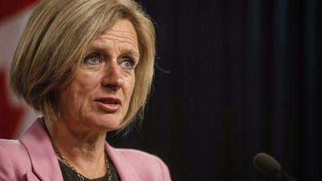 Rachel Notley répond aux questions des journalistes à Edmonton sur le projet de loi 12 pour limiter les exportations de pétrole.