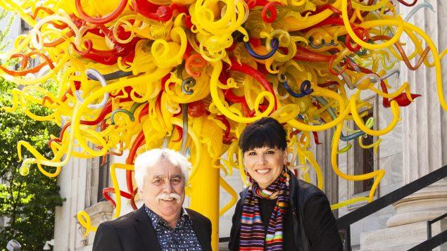 Mario Fortin et Nathalie Bondil devant le Musée des beaux-arts de Montréal qui accueillera à compter de septembre 2018 des cinéphiles.