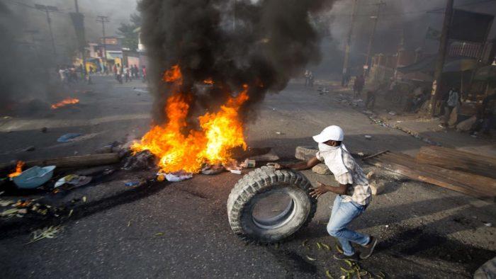 Prix Essence Montreal >> Haïti : la rue continue de gronder à Port-au-Prince, où les manifestants demandent le départ du ...