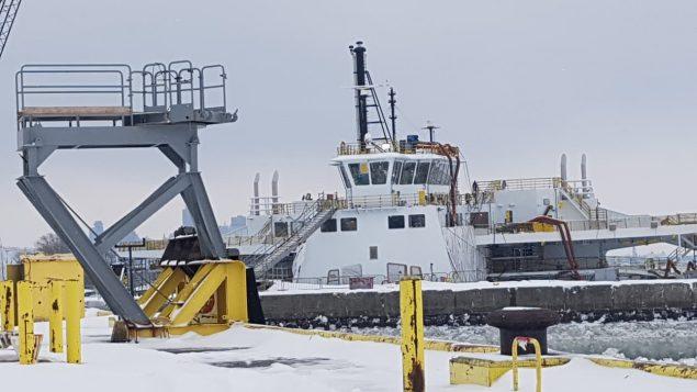Un bateau est accosté au Chantier Davie à Lévis près de Québec