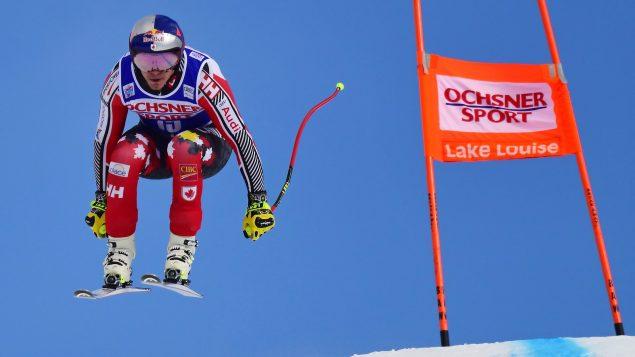 Erik Guay effectue une dernière descente d'entraînement en Coupe du monde à Lac Louise en Alberta.