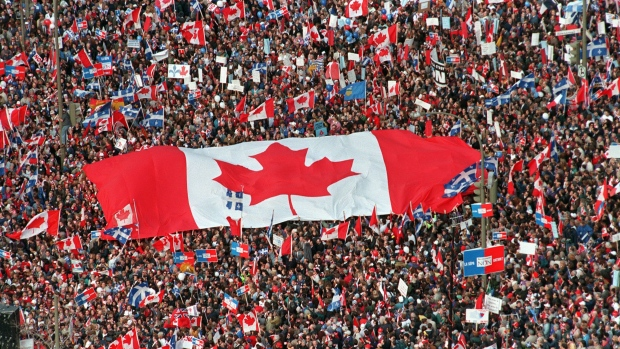 Des partisans du Non la veille du référendum sur l'indépendance du Québec de 1995/Radio Canada