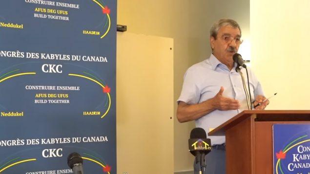 Le Dr Said Sadi, politicien algérien, fondateur et ancien président du Rassemblement pour la culture et la démocratie lors de la conférence donnée samedi dernier à Montréal à l'invitation du Congrès des Kabyles du Canada - Photo : capture écran Taddart nner/Youtube