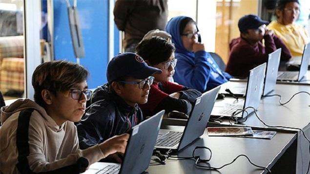 Les jeunes Atikamekws présents à un café numérique - Facebook