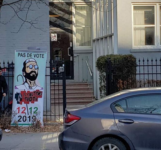 Chaque samedi à l'entrée du Consulat d'Algérie à Montréal, les opposants à l'élection du 12 décembre plantent cette pancarte contre le vote - Facebook