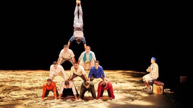 Halka, par le Groupe acrobatique de Tanger, réunit 14 acrobates sur scène - Photo : TOHU/Richard Haughton